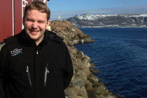FORNØYD: Selv om omsetningen gikk ned i 2015 på grunn av lakselus, er daglig leder Alf-Gøran Knutsen i Kvarøy Fiskeoppdrett veldig fornøyd med utviklingen. Neste helg feirer bedriften 40-årsdag med 75 gjester. FOTO: KNUT BERNTSEN