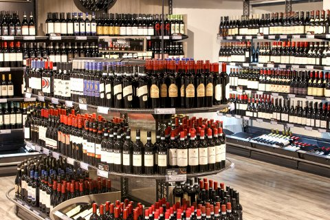 Vinflasker på Vinmonopolet. Foto: Gorm Kallestad / NTB scanpix