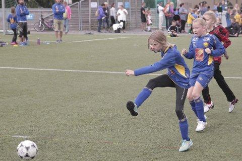 Bildet e fra Åga ILs Billiansen cup på Hauknes i fjor. Det er full forvirring om når barn og unge kan spille fotballkamper igjen. Foto: Stian Forland