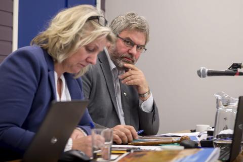 Jobber med legekrisen: Rådmann Kitt Grønningsæter og ordfører Olav Terje Hoff har forsikret Fylkesmannen om at de har kontroll med legekrisen i Rødøy.Foto: Johan Votvik
