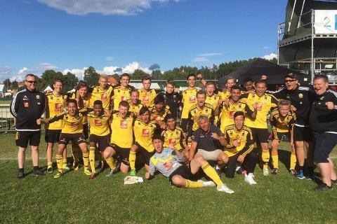 TV2 sendte kampen mot Oppdal tirsdag som Stålkams juniorer vant 3-0. Mini Jakobsen var intervjuer på indre bane og tok del i jubelen for de gulsvarte.