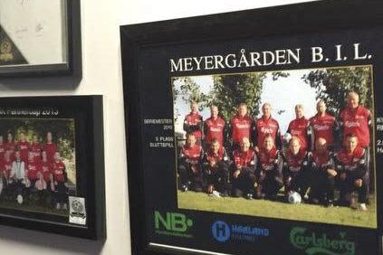 På veggen: Bildene av laget fra tidligere turneringer henger ved Ringneslosjen på VIP området på Lerkendal.