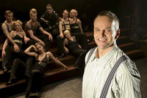 Dobbeltrolle: Lars Jacob Holm har både koreografi, og rollen som den amerikanske forfatteren Cliff Bradshaw i Cabaret, som settes opp på Nordland Teater.Foto: Lisa Ditlefsen
