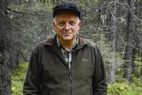 Spent: John Gunnar Halse, fagkonsulent for skogbruk og viltforvaltning i Rana kommune, sier de nå venter i spenning på den første prøven som er sendt.Foto: Kenneth Haagensen Husby