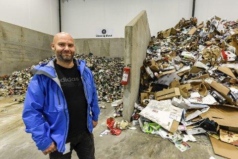 AVFALL: Geir Benden i HAF sier de setter i gang med å sjekke din avfallsdunk i løpet av et par uker. Det gjør de fordi de har så høye krav om å gjenvinne mest mulig.