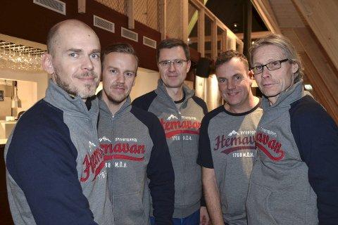 RESULTATER: Thomas Ringbrant (t.h.) sammen med resten av gjengen i Hemavan Alpint AB kan glede seg over gode resultater for restauranten på fjellet.