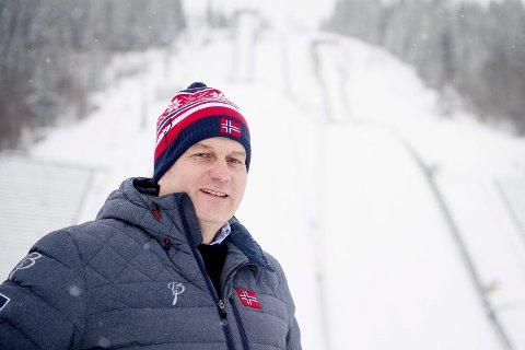 SER BEHOVET: Skipresident Erik Røste har ikke noe godt svar på hvorfor hoppanleggene mangler i nord. Her fotografert i Lysgårdsbakkene på Lillehammer.