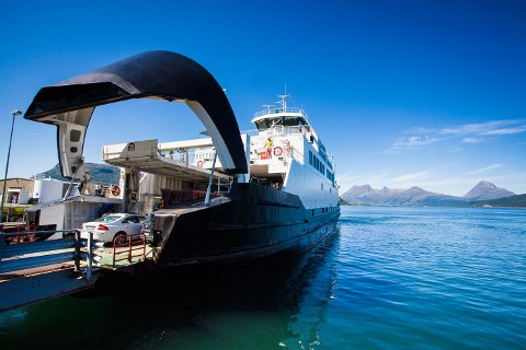 Nå kan du bruke det nasjonale ferjekortet også på Helgeland, som her på Nesna.