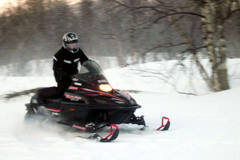 SJEKK: Politiet sjekker nå ut om det ble kjørt ulovlig med snøscooter i Hemnes, da en mann pådro seg ryggskade under en ulykke i Grøndalen. Illustrasjonsfoto