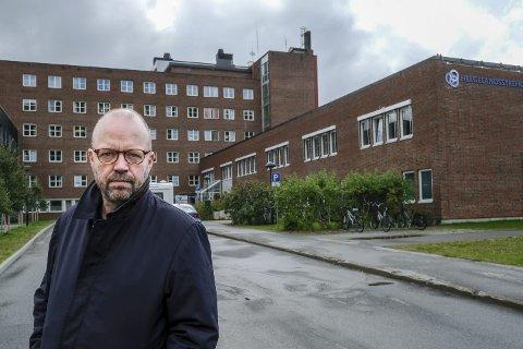 Geir Waage er overbevist om at den bærekraftige løsningen for Helgelandssykehuset vil være gjenbruk og oppgradering av eksisterende bygningsmasse ved sykehusene i Mo i Rana.