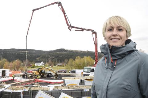 Prosjektmegler Tina Jakobsen hos Eiendomsmegler 1 opplever at det er bra interesse for det lille borettslaget Brennåsveien 2 på Gruben, hvor byggingen er satt i gang og søsterprosjektet i Svartflågveien på Ytteren.