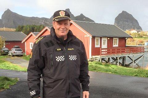 Kjell Ivar Vestå har gjennomført sine siste dager i politiet i Træna og Lurøy, og skal nå bruke tiden på fotografering og vaktmestertjenester.
