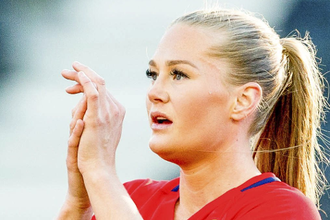 Jubilant: Tross tap for Nederland, Karlseng Utland har fortjent gullklokka. Foto: NTB Scanpix