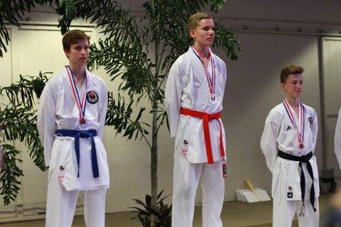 GULL: Julian Halsøy var en av utøverne fra Rana Karateklubb som tok VM-gull i natt.