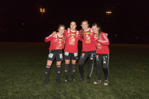 Målscorere for Bossmo & Ytteren mot Gruben i den avgjørende kamone om kretsmesterskapet (f.v.): Oda Halland, Hedda Jørgensen, Thea Øijord, Maja Ravn Andersen.
