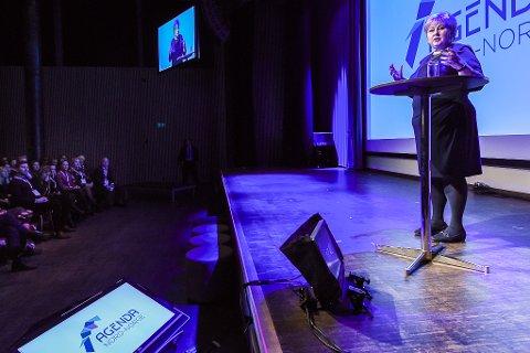 - Globalisering, urbanisering og digitalisering utfordrer den tradisjonelle norske forretningsmodellen, men det en en utfordring vi må ta tak i, sa statsminister Erna Solberg under talen på Agenda Nord-Norge.