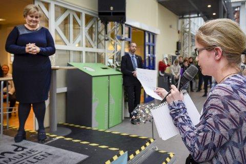 ROVDYR: Hedda Pauline Krüger Dahl er opptatt av dyr som bjørn og ulv. Som første spørsmålsstiller spurte hun statsminister Erna Solberg om å stoppe skyting av disse dyrene. Foto: Øyvind Bratt