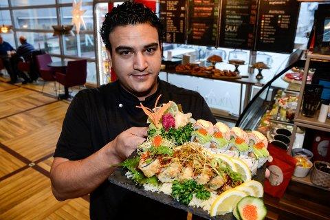 Sushikokk Diego Lima ved Tinde Cafe har sikret seg et ettertraktet sertifikat, som viser at han er sushikokk i verdensklasse fra World Sushi Skills Institute. Det åpner for at han satser mot deltakelse i sushi-VM