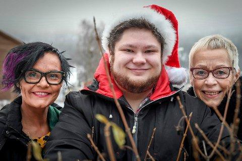 Julesprell: Anne-Guri Frøystein (t.v.), Trygve Aasvik og leder i Mo Hornmusikk, Anneke Leenher, gleder seg til årets julekonsert, Julesprell.