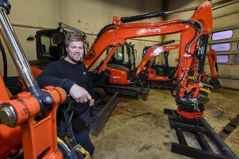 BREDT SPEKTER: Til åpningsdagen har Morten Nyrud hentet inn et bredt spekter at anleggsmaskiner i ulike størrelser.  Foto: Øyvind Bratt