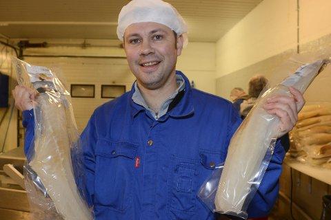 Mer enn drømmene: Daglig leder Tarjei Østrem i Polarmat AS hadde ikke drømt om bedriftens hans etter starten i september skulle makte å produsere over 100.000 kilo med lutefisk. Dermed passerte han en magisk volumgrense. Målet for neste år er en vekst på 20 prosent. Foto: Arne Forbord
