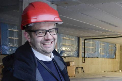 – For industrien er det bare topp med en svak kronekurs, sier bankdirektør Hans Petter Skjæran i Sparebank1 Nord-Norge Mo i Rana.