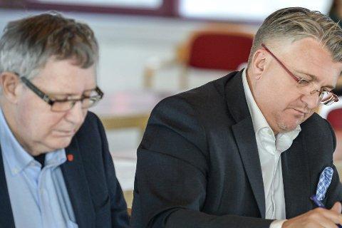 Sa klart ja: Jan Erik Arnøy (A), Espen Haaland (H) og nesten alle andre i kommunestyret vil at Rana skal bidra med 300 mill. til flyplass.
