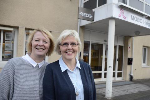 RUTINE: Eiendomsmelger Sirianne Voie Brochmann og Megler Turid Brendås i REDE Eiendomsmegling har begge lang erfaring i eiendomsbransjen. Foto: Ann Kristin Kjærnli