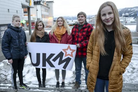 UKM: Mathias Windseth (t.v.), prosjektleder Tone Norum, Pia Langvann, Ragnar Moen Hansen og Emma Røed er blant deltakerne og arrangørene i årets utgave av UKM Rana. Foo: Lisa Ditlefsen
