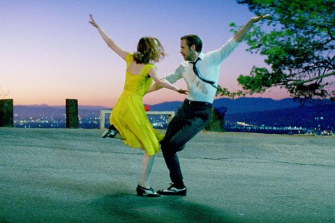 "Fra Oscar-favoritten ""La La Land"" som har premiere i helga."