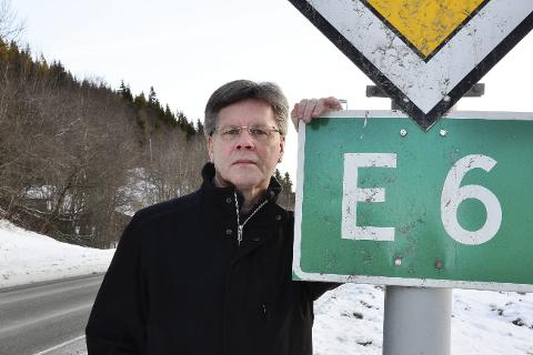 PAKKELØSNING: Teknisk sjef i Rana kommune, Jan Erik Furunes, mener dette er den løsningen som en har for å kunne få fullført også de nordligste 13 km i E6 Helgeland Nord- pakken. Foto: Hugo Charles Hansen