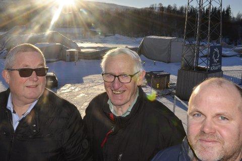 SER LYS: Arnbjørn Olsen (t.v.) og Møbelringen Bomøbler vil støtte Stålhallen den dagen den er i ferd med å reise seg igjen. Det er Bjørn Selfors og Gøran Zakariassen veldig takknemlige for. Foto: Trond Isaksen