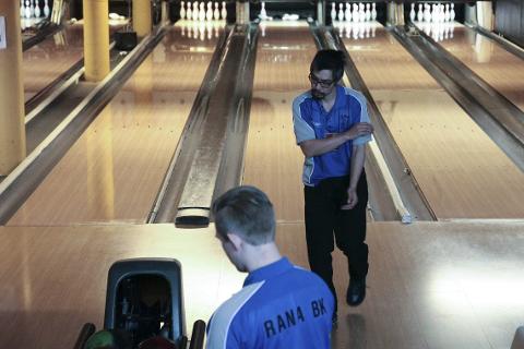 NYTT TAP: Christian Rogne og Rana Bowlingklubb tapte i Bergen, og får en meget dramatisk sesongavslutning. Heldigvis går siste kamp på hjemmebane. Foto: Stian Forland