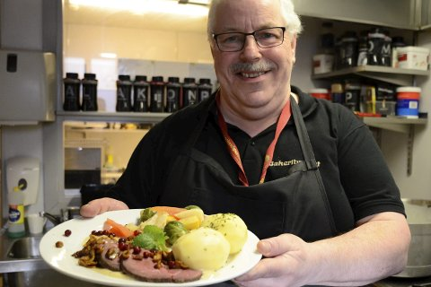 KORT OG GODT: Einar Nikolaisen er opptatt av tradisjonsmat og lokal mat. Under årets festival kan han blant annet by på hjellosing. Foto: Ann Kristin Kjærnli