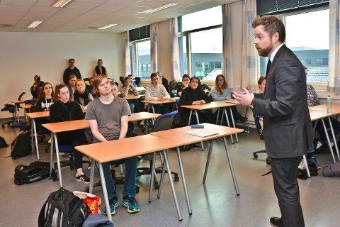 Kunnskapsminister Torbjørn Røe Isaksen, Hanne Vikan lærerstudent og ordfører Ida Pinnerød