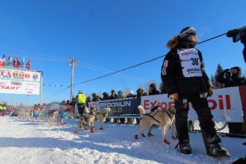 Mandasg formiddag i Alaska, det vil si kveldstid i Norge, startet Joar Leifseth Ulsom i restarten ut fra Fairbanks i Alaska. Nå er det åtte-ti dager ute i villmarka som avgjør hvordan det går med han i år.
