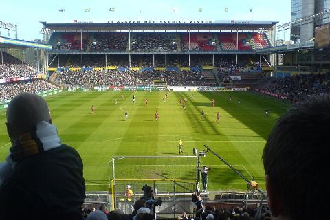 Bildet viser en kamp i Allsvenskan mellom AIK og Helsingborg.