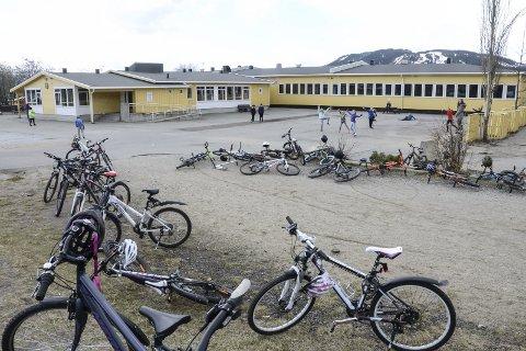 Ytteren skole: Den barneskolen elevene har i dag, har et flott uteområde, og selve skolen er fullt brukbar langt fram i tid med fornuftig vedlikehold, skriver Gunhild Løvstrand. Foto: Øyvind Bratt