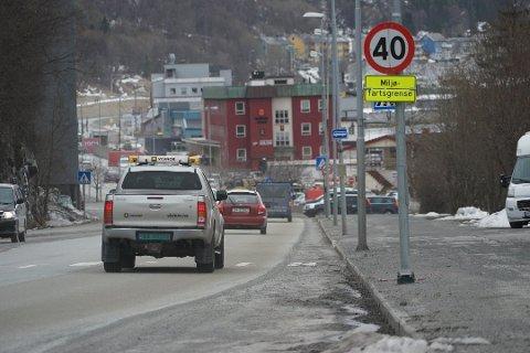 NEDSATT FART: I Narvik har de nå innført miljøfartsgrense for å minske støvproblematikken. Det er aktuelt også på Mo. Foto: Fritz Hansen