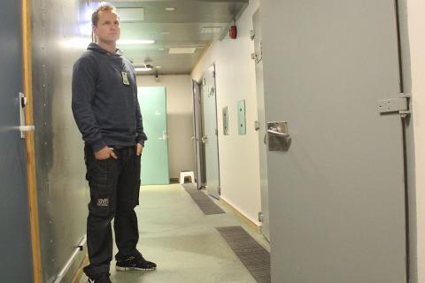 Nærpolitireformen: Sentralarresten i Mosjeøn blir lagt ned. Konsekvensen er at politiet får oppgavene til arrestforvarerne, sier Håvard Horn Olsen. Foto: Jon Steinar Linga