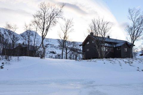 Det blir ikke noe av årets vintertur på ski rundt Okstindan i regi av Hemnes turistforening. Turen er avlyst grunnet rasfare. Den siste natta skulle deltakerne ha bodd her ved Kjennsvasshytta.