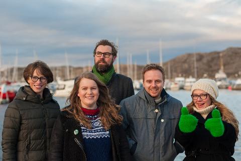 SAMLET: Ida Gudding Johnsen (t.v.), Vilde Sofie Nohr, Arne Ivar Mikalsen, Mats Hansen og Anja Johansen samlet på Helgeland.