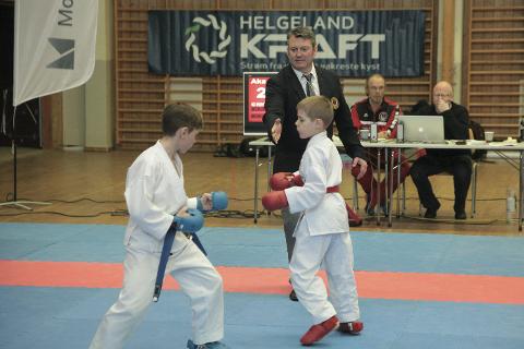 Talenter: Også de yngste fikk prøve seg. Her under kyndig veiledning av dommer Espen Karlsen.