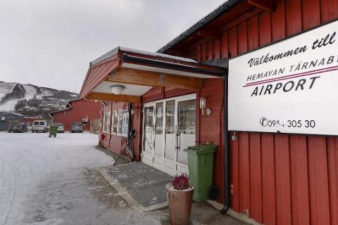 REDDES: Hemavan Flyplass har tapt store inntekter på at færre reiser, nå får de støtte fra den svenske staten.