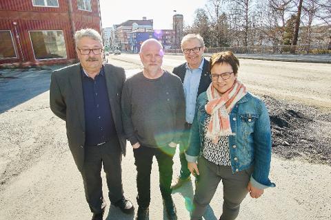 Fra venstre: Knut Petter Torgersen, fylkesråd økonomi Nordland (Ap), Eifred Markussen, forsker på Nifu, Roar Sollied, fylkesråd utdanning Troms (V) og Ragnhild Vassvik, fylkesvaraordfører i Finnmark (Ap). (Foto: Kristoffer Klem Bergersen)