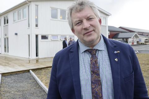 MISFORNØYD: Ordfører Carl Einar Isachsen i Lurøy er meget misfornøyd med flytilbudet etter omleggingen av FOT-rutene fra 1. april. Foto: Arne Forbord