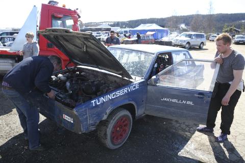 Reparasjoner: Å kjøre bilen er bare en liten del av sporten. Mellom løpene er det også mye arbeid.