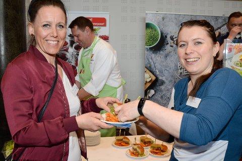 - Våre kunder vil merke vi har hentet inspirasjon på matmessa, daglig leder Bente Løvhaug og kokk Trine Lise Engesbakk fra Obs Kafe.