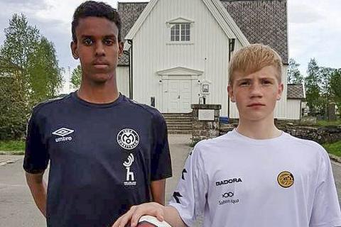 GLIMT: Abdi Ali og Johannes Hagh får Bodø/Glimt-spillere som lagkamerater i Skandia cup.  Foto: Kim Valla