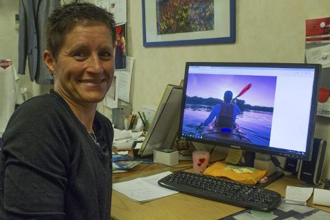 Nyhet: Elisabet Wiklund vil tilby gjestene noe nytt, nemlig kajakkutleie. Foto: Isabel Haugjord